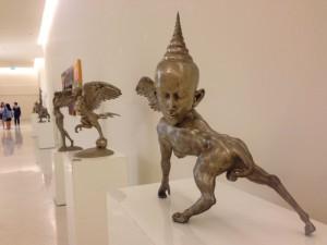 Weitere Skulpturen von Thongchai Srisukprasert, leider steht auf den Objektschildchen mal wieder nur Name und Datum...