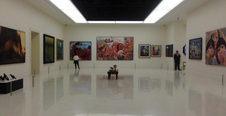 Die meisten Räume gleichen in ihrer Gestaltung westlichen Museen für moderne und zeitgenössische Kunst
