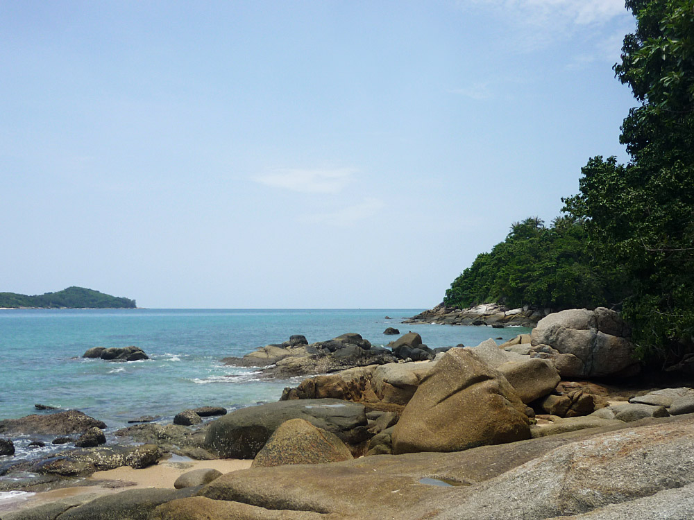 Unter den vielen Ständen Phukets gibt es auch ein paar recht einsame – einer davon ist unser erstes Ziel.