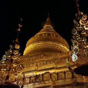 Diese Pagode ist das Zentrum des religiösen Lebens in dem naheliegenden Dorf und – natürlich! – sehr golden.