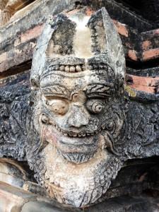 Neben all den Buddha-Figuren gibt es auch lustige Geister und Sagengestalten zu entdecken.