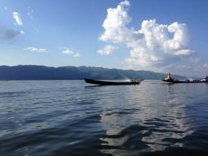 Zusammen mit zwei Backpackern mieteten wir uns ein Schnellboot für 6 Stunden. Die Dinger sind sehr laut – und viele.