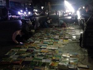 Zeitungen und Bücher werden fast rund um die Uhr verkauft