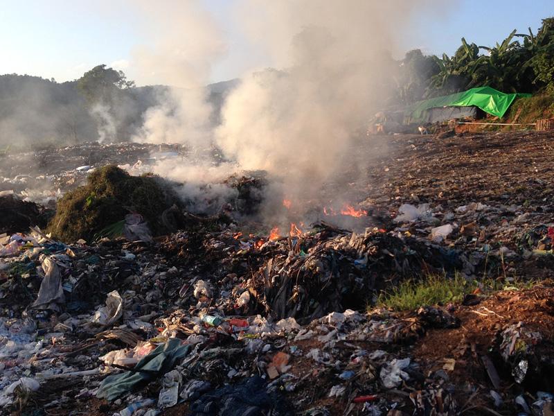 Auch der wenig nachhaltige Umgang mit der Umwelt und Müll sind ein Thema – letzterer wird vorsortiert und etwas außerhalb der Ortschaften verbrannt.