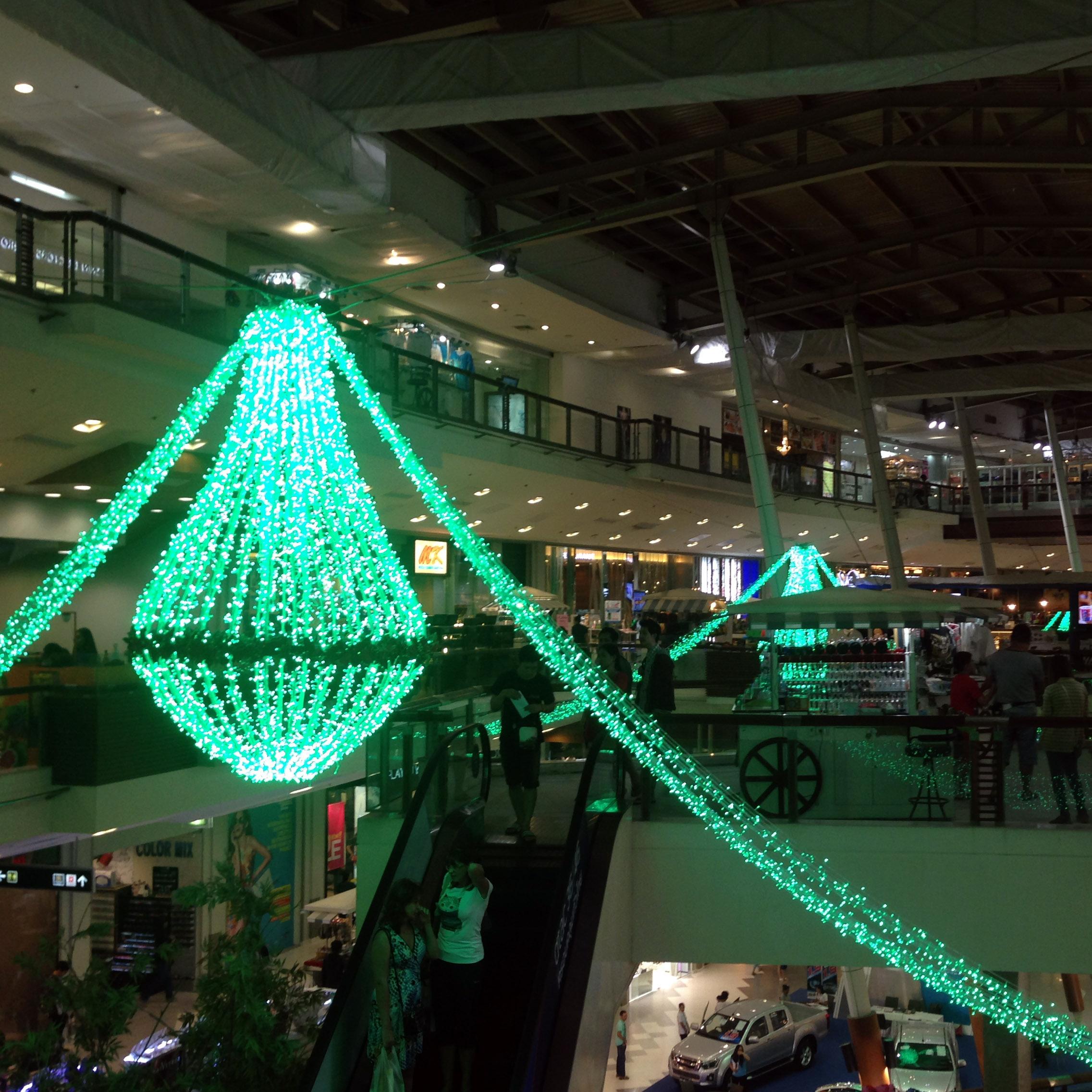 Weihnachten spielt hier keine so große Rolle – aber in dem riesigen westlich geprägten Einkaufszentrum gibt's klassische Weihnachtsdeko.