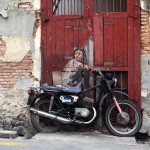 Ja, das Motorrad steht immer da.