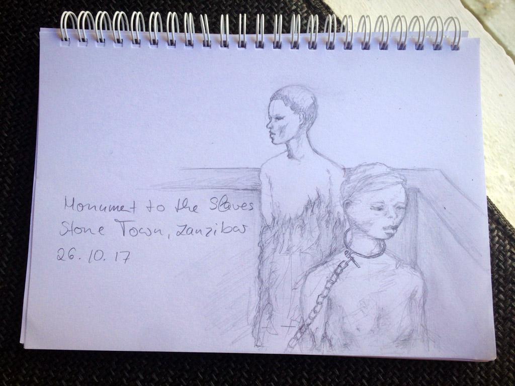 Zeichnung eines kleinen Ausschnittes des Monuments für die Sklaven mit einer angeketteten Frau im Vordergrund